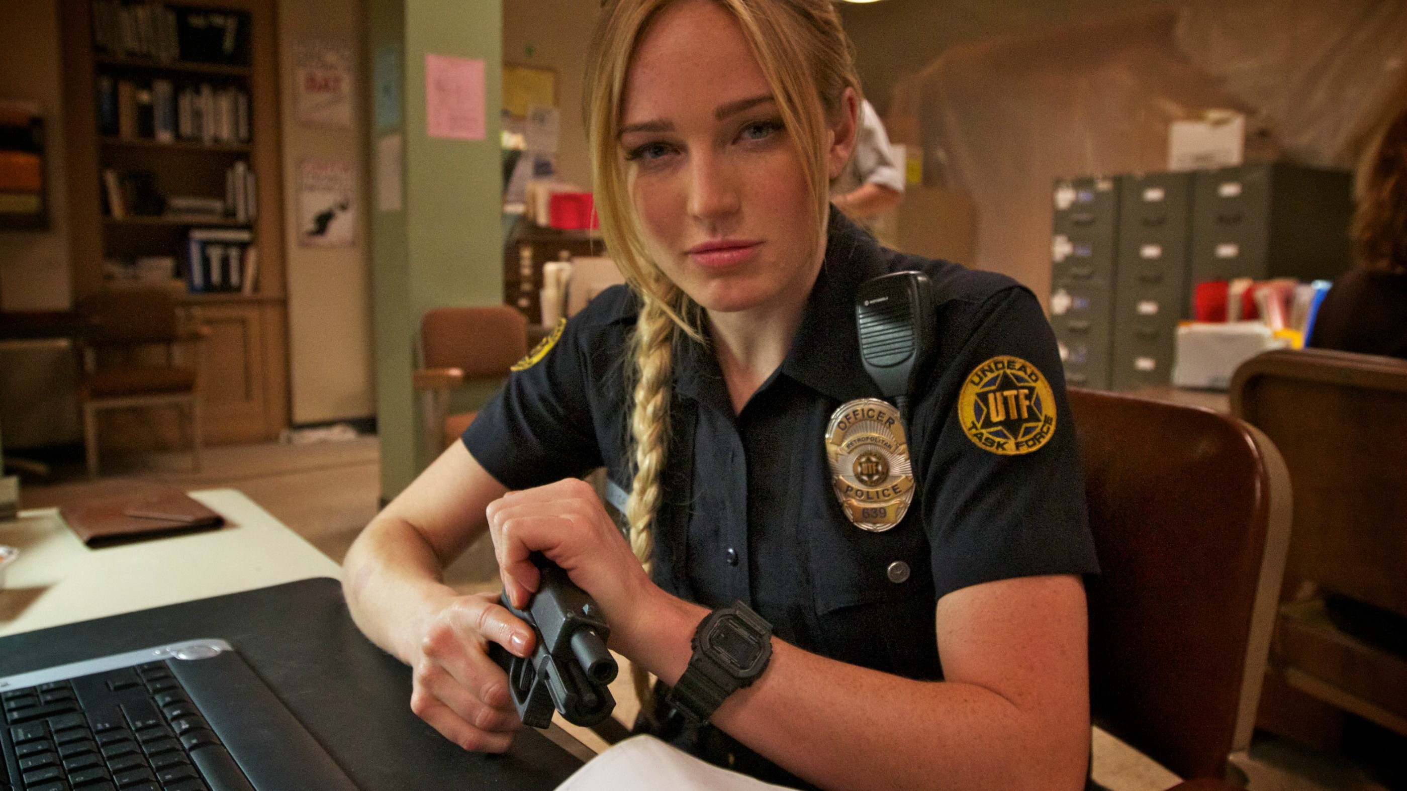 People 2799x1574 Caity Lotz blonde police Glock 17 Death Valley USA police women girls with guns braids