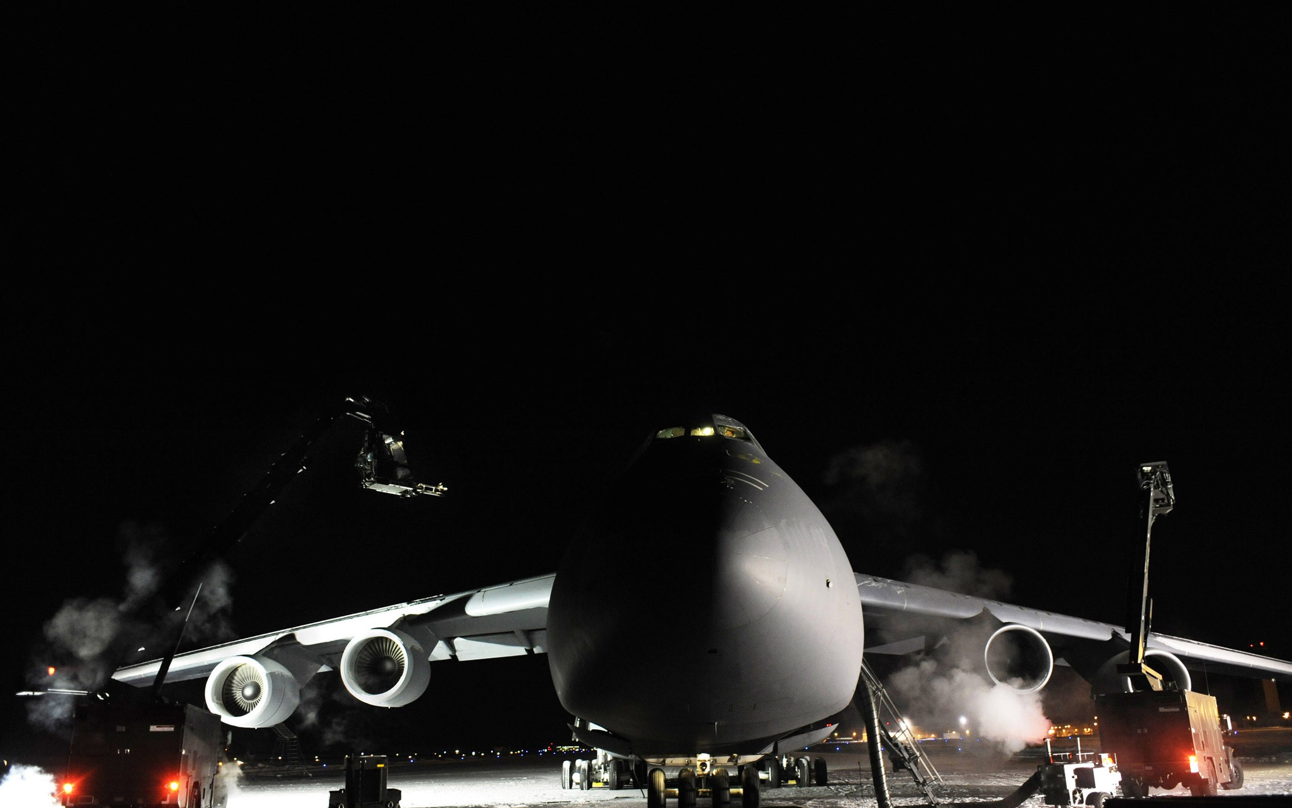 General 2560x1600 photography airplane aircraft military aircraft night military base US Air Force Lockheed C-5 Galaxy winter frost