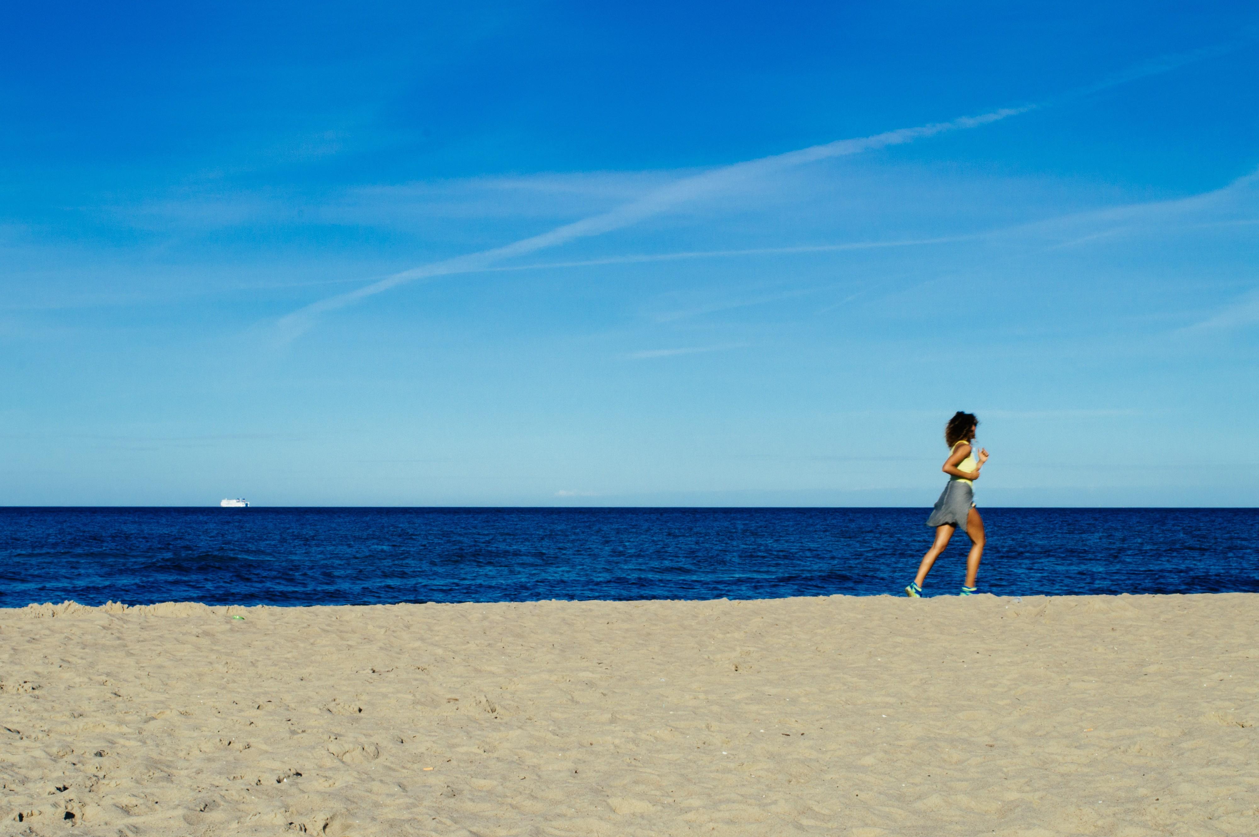 General 4000x2660 women Run running beach sea water nature landscape coast