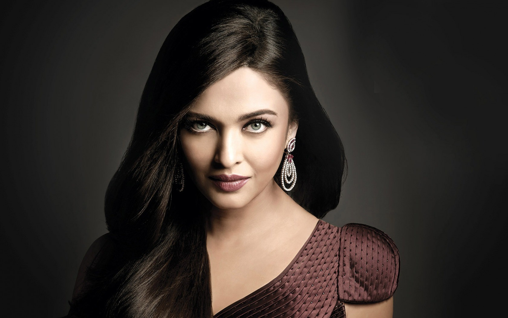 People 1680x1050 women hair   face brunette dress prom looking at viewer Aishwarya Rai Bachchan