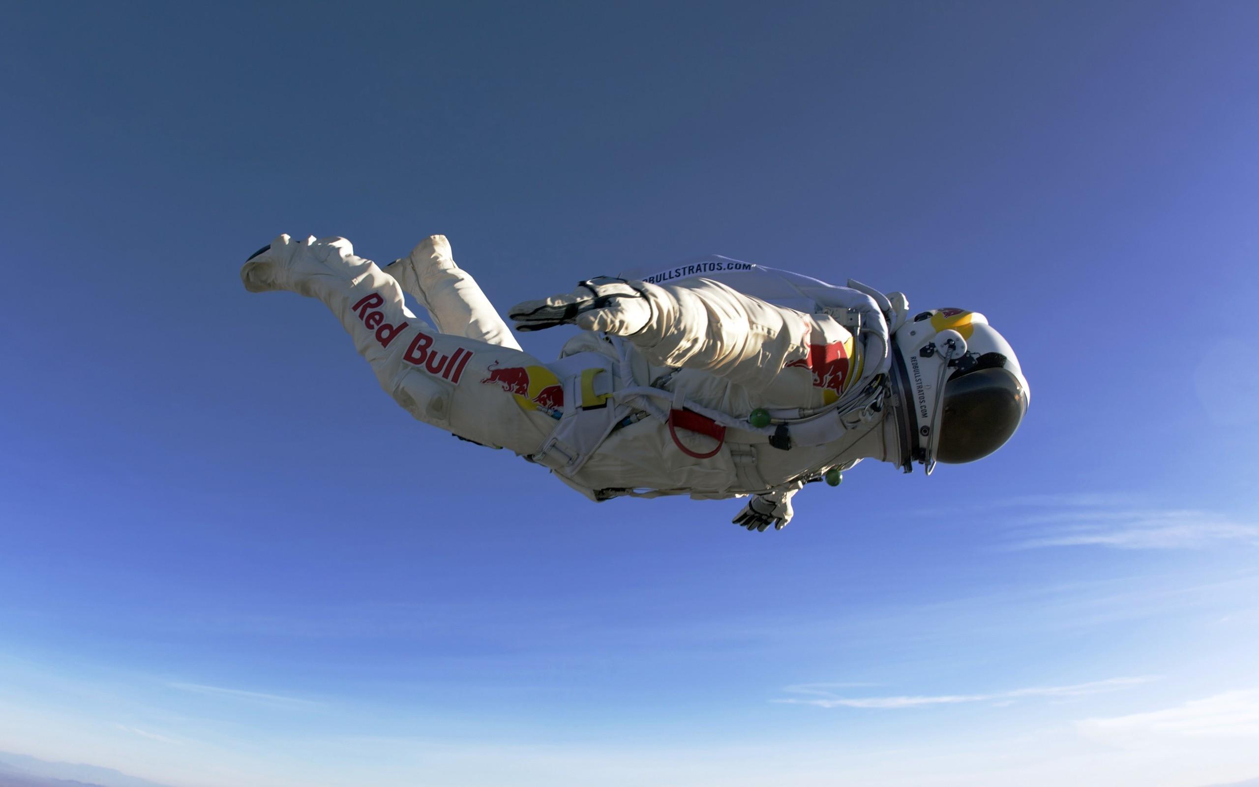 General 2560x1600 Red Bull sky diving Felix Baumgartner skydiver skydiving
