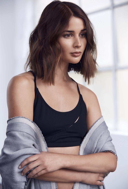 People 1015x1500 Sara Donaldson women short hair brunette sports bra women indoors