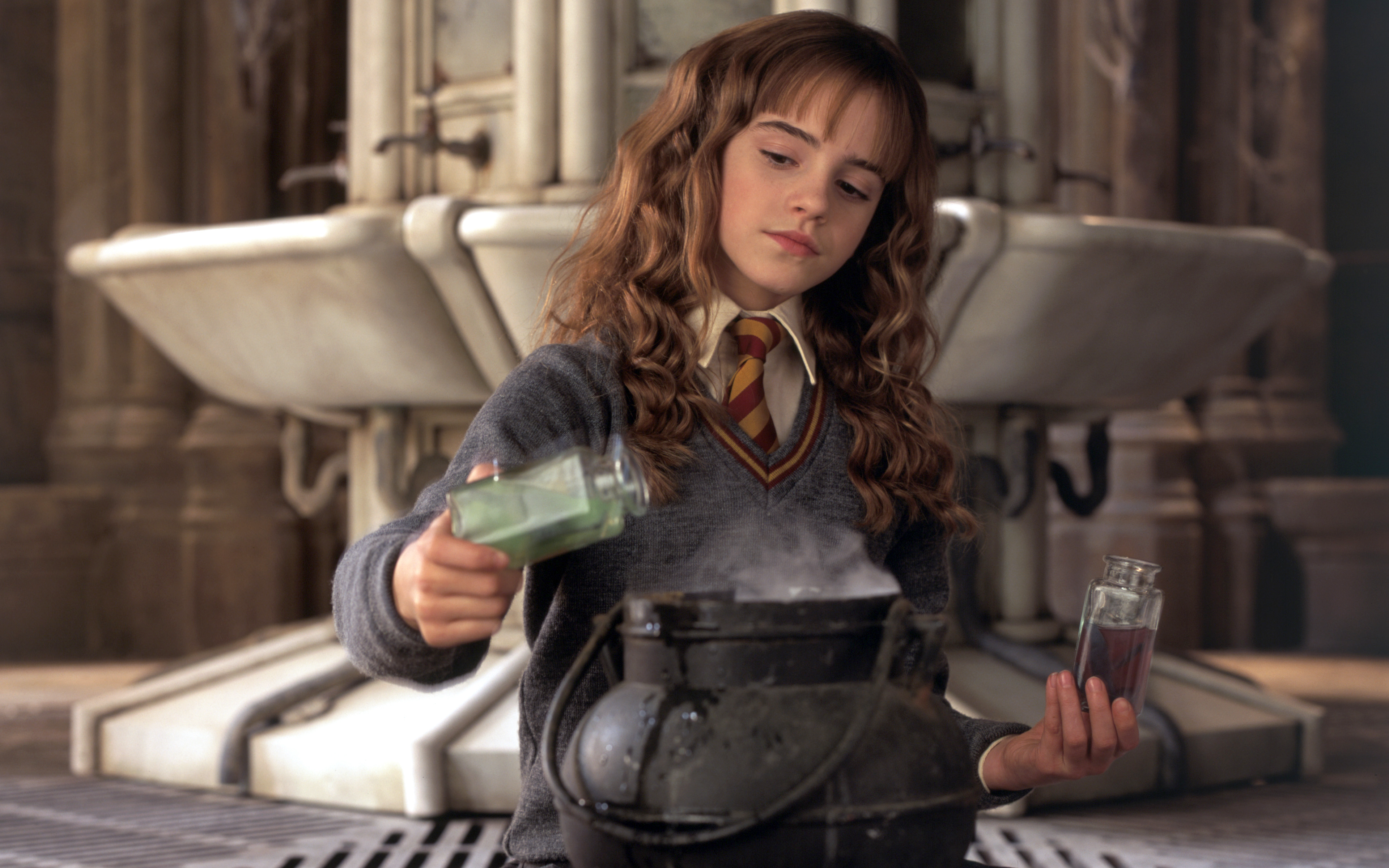 People 3840x2400 Hermione Granger Emma Watson Hogwarts Gryffindor Harry Potter and the Chamber of Secrets