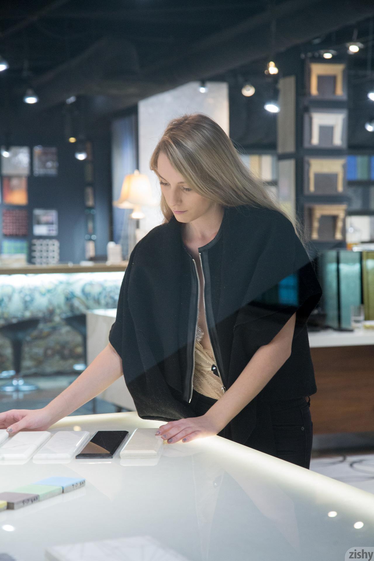 Women Payton Demilo Blonde Zishy Jacket Black Clothing Black Clothes 1280x1920 Wallpaper Wallhaven Cc