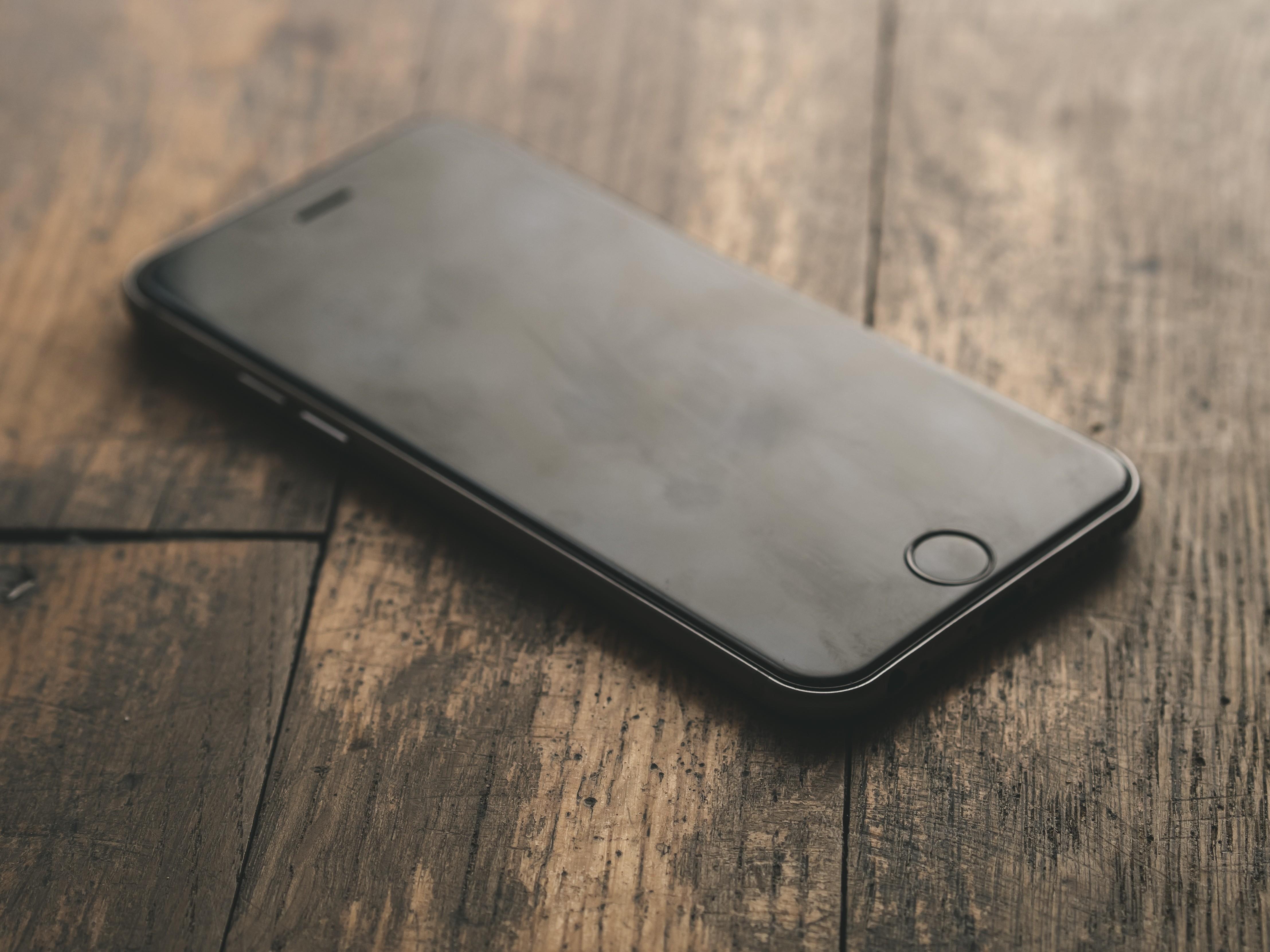General 4431x3323 iPhone wood smartphone