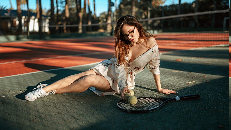 General 1500x844 people Delaia Gonzalez  women brunette women with glasses sneakers flower dress cleavage bare shoulders depth of field tennis court