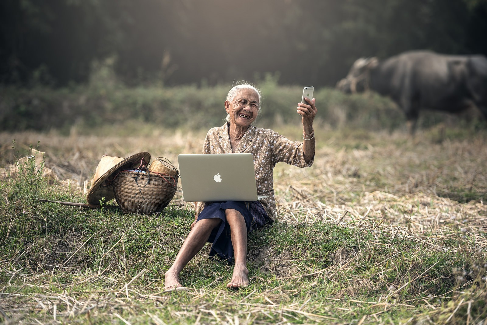 People 1600x1068 technology old people barefoot laptop Asia Apple Computer Apple Inc. MacBook iPhone field depth of field