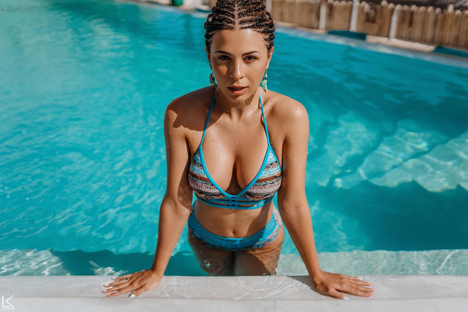 People 1920x1279 women Sergey Freyer swimming pool wet body wet hair women outdoors belly brunette model braided hair swimwear blue bikini boobs cleavage