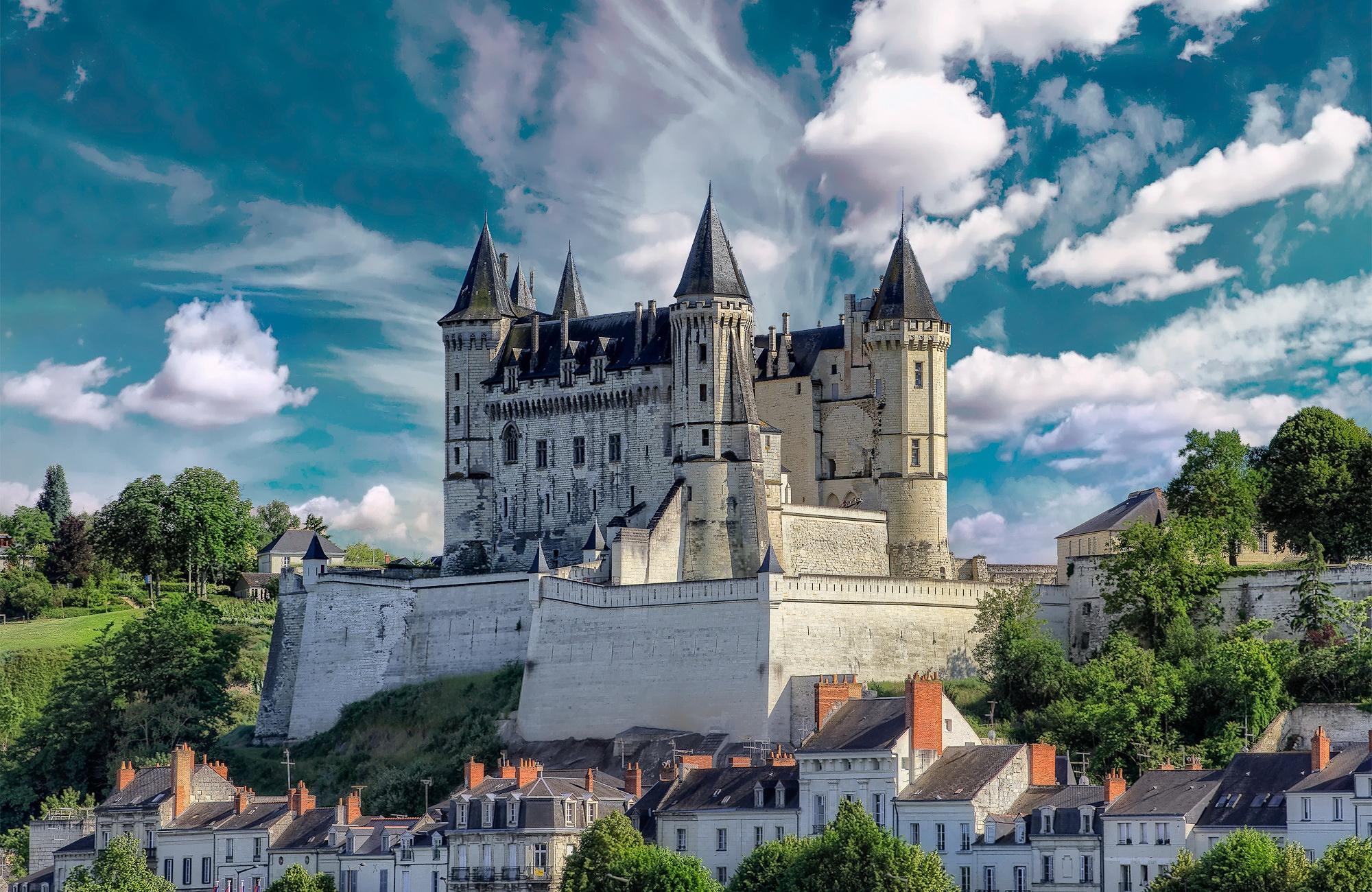 General 2000x1300 castle building France