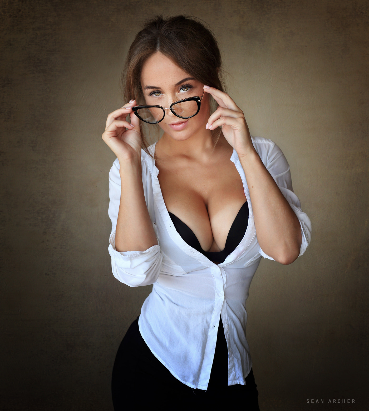 People 1401x1563 women model brunette looking at viewer boobs simple background women with glasses Sean Archer Olga Katysheva push-up bras