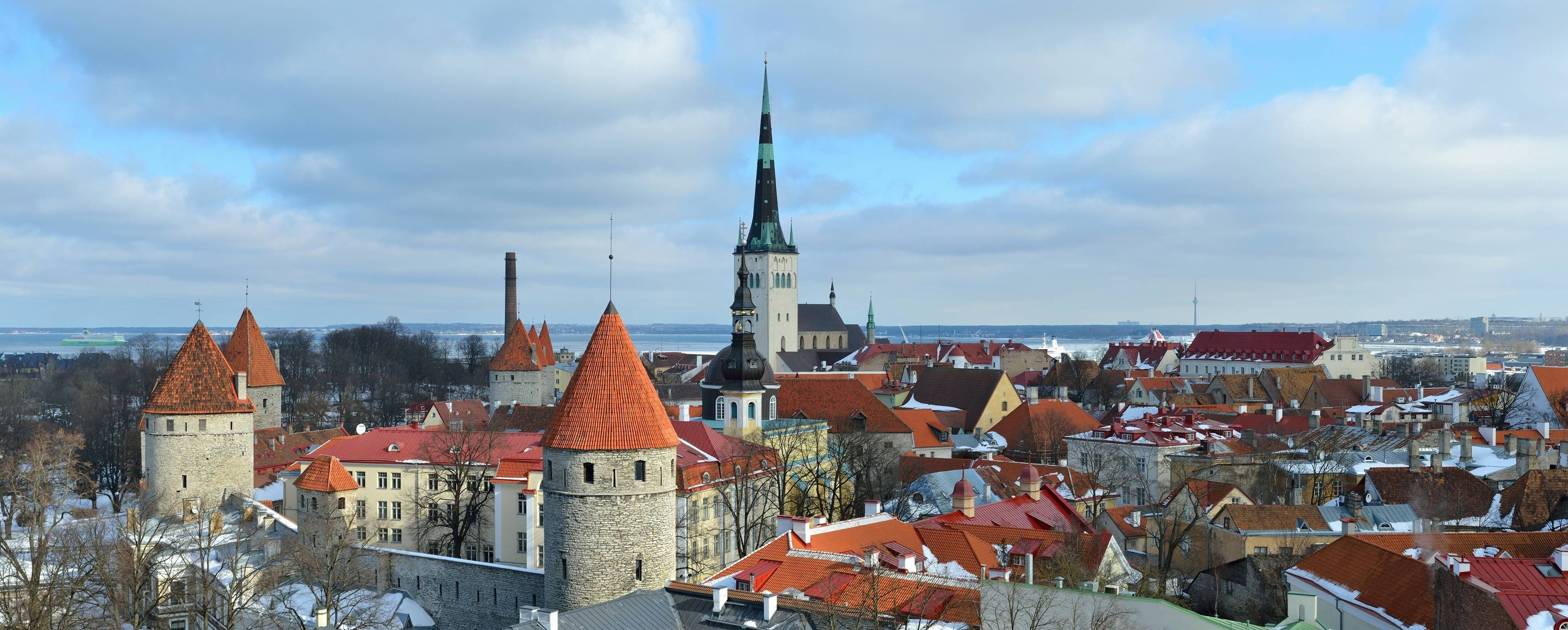 General 3440x1383 city old building Tallin Estonia winter cityscape