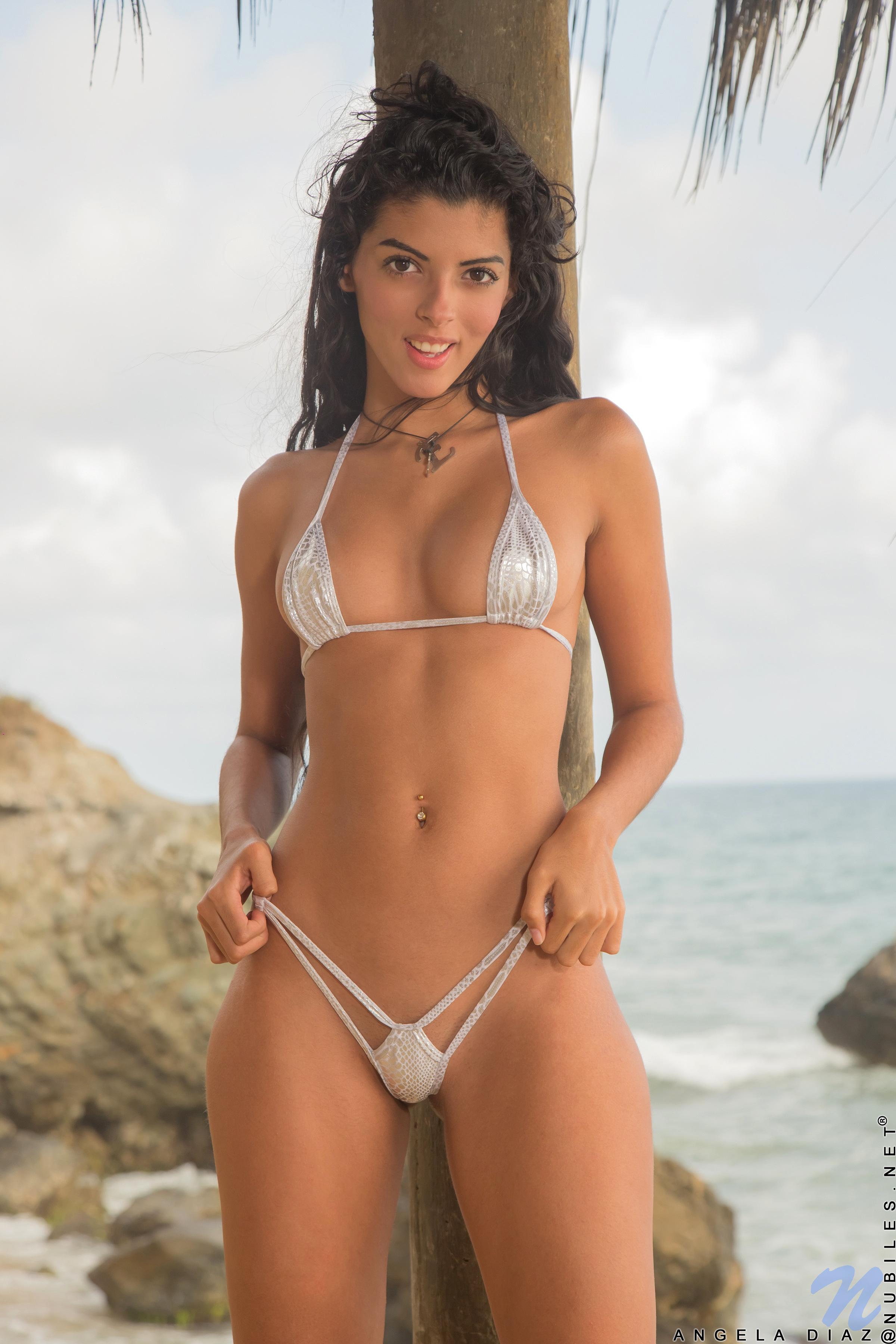 Bikini Model Nackt