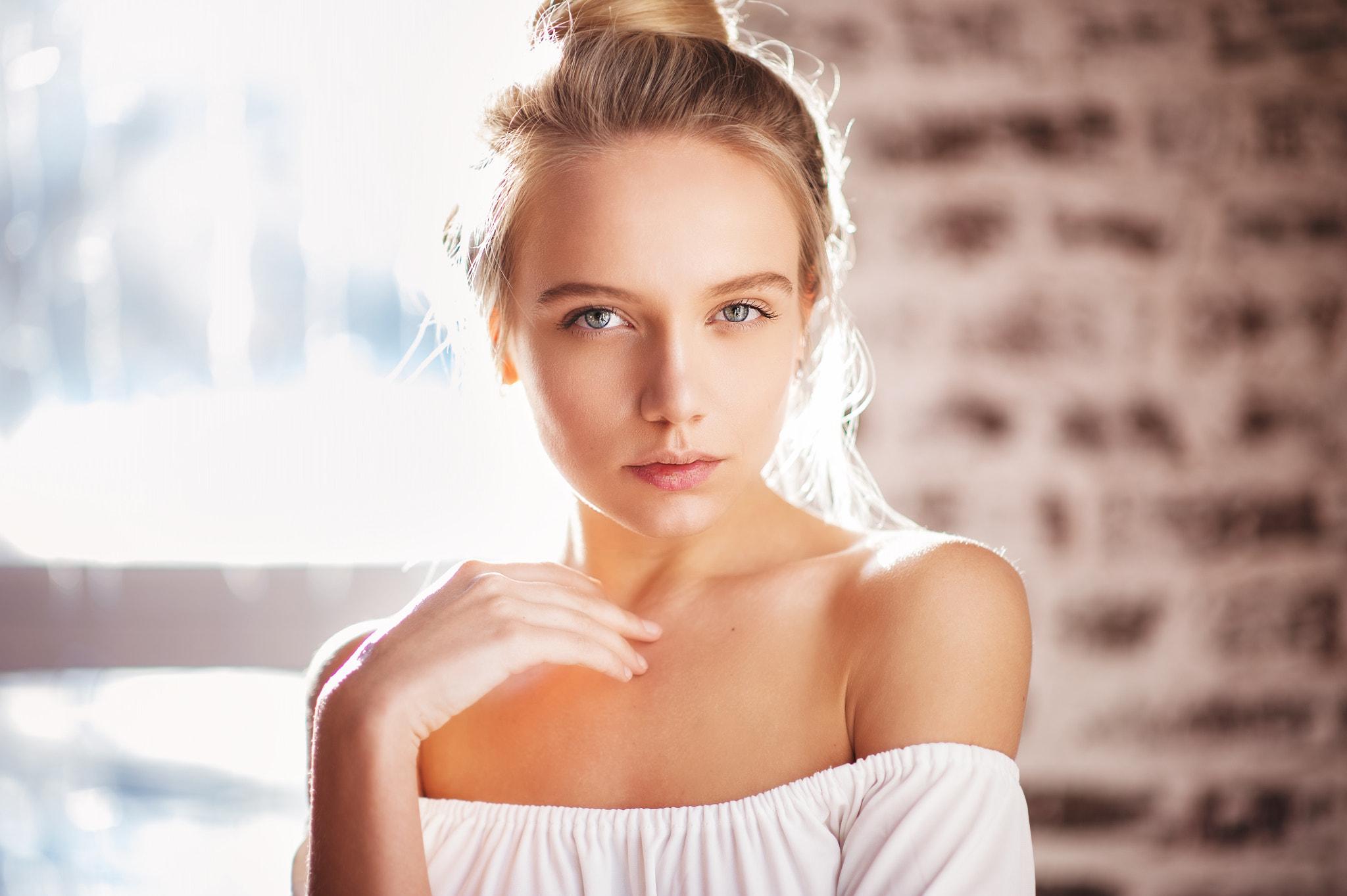 People 2048x1363 women Maria Popova Maxim Maximov bare shoulders portrait blonde hairbun women indoors