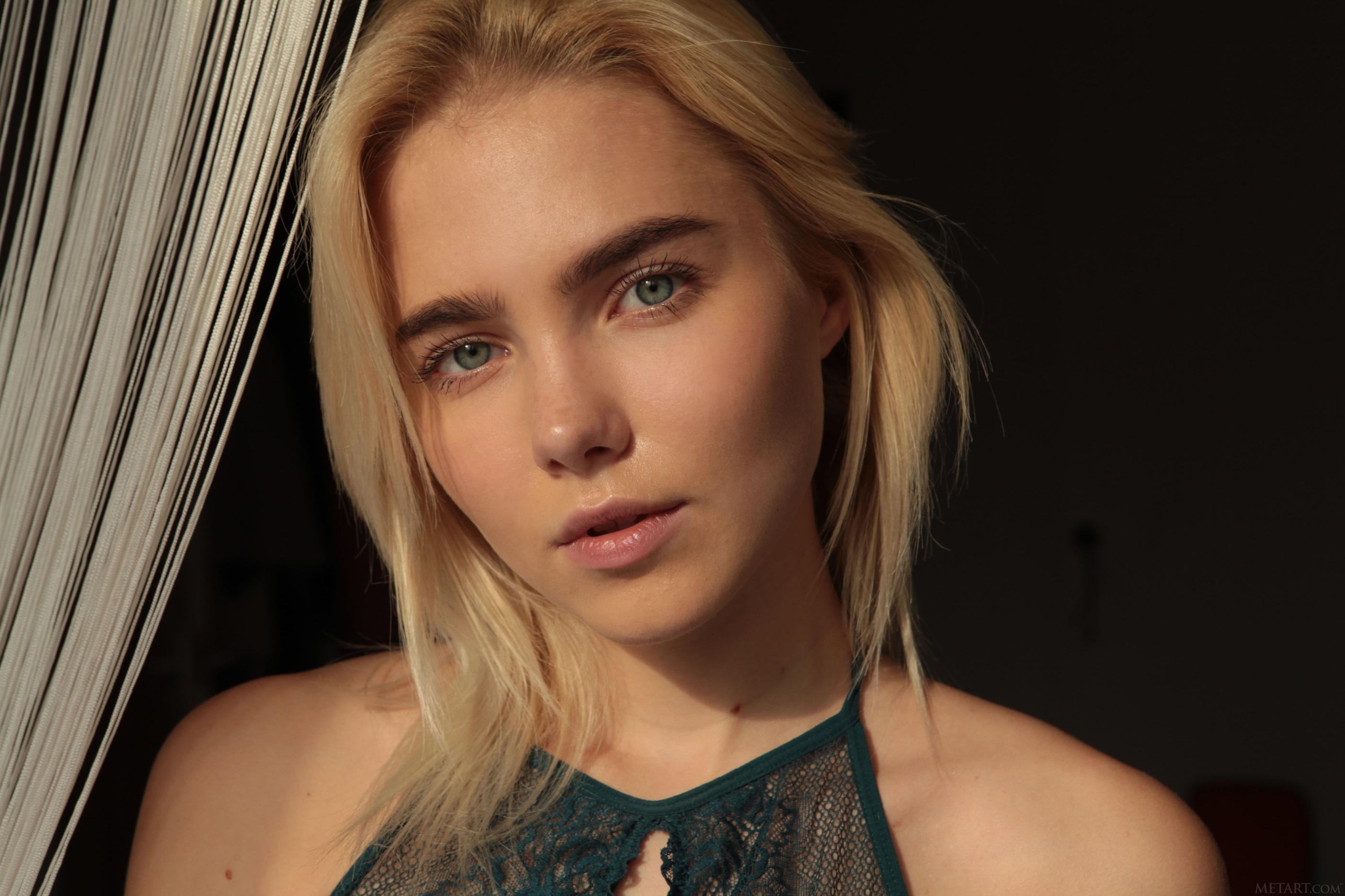 People 2808x1872 Scarlet (Met Art) blonde MetArt Magazine women model looking at viewer face sunlight depth of field blue eyes bare shoulders short hair women indoors