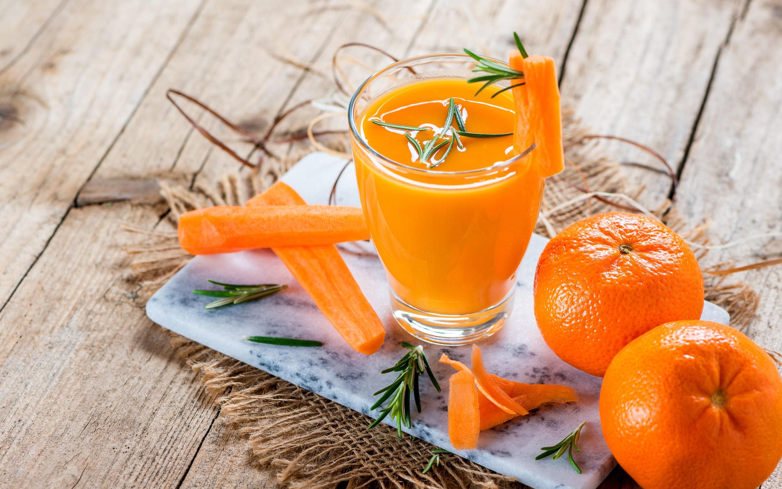 General 2560x1600 food fruit orange (fruit) carrot drink juice rosemary wooden surface