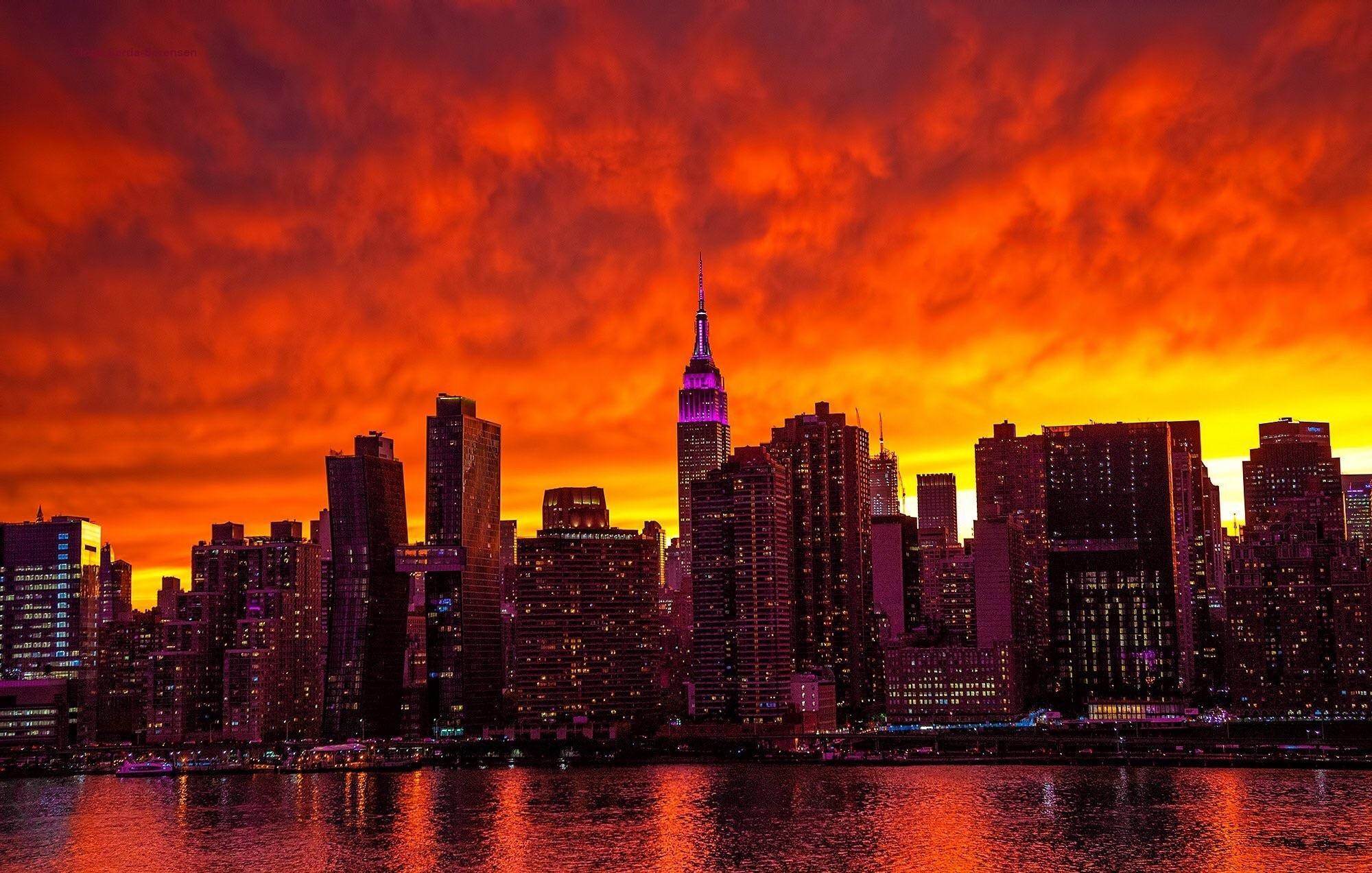 General 2000x1273 cityscape building Manhattan skyscraper sky red orange colorful New York City USA skyline